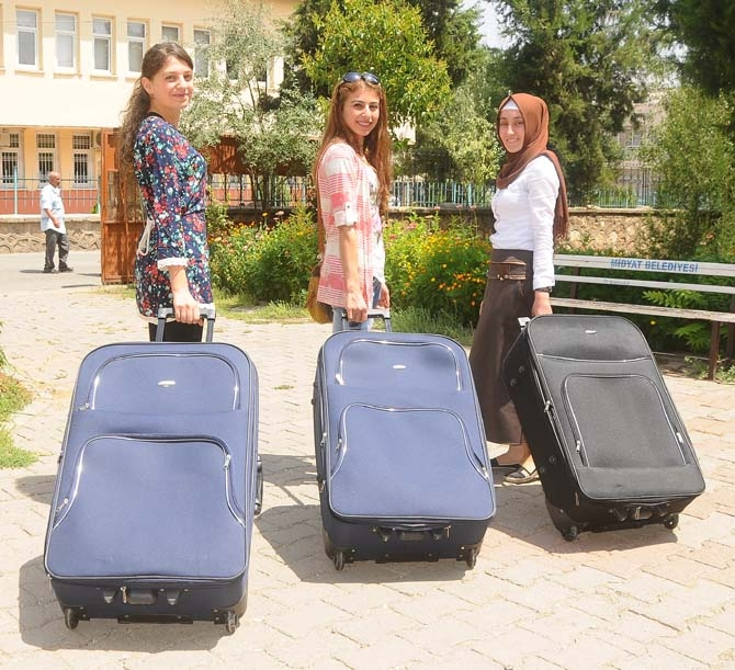 Başarılı Öğrencilere 'Bavul' Hediye Edildi 1