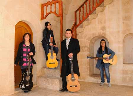 Midyatlı Gençlerin Gitar İlgisi 1