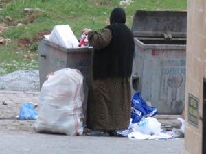 Midyat'ta Çöpleri Karıştıran Yaşlı Kadın Yürek Burktu