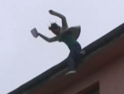 Midyat'ta babası için çatıdan atladı !