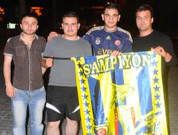 Midyat'ta Fenerbahçe taraftarı kupayı kutladı