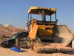 Yol işçilerine araba çarptı: 4 ölü