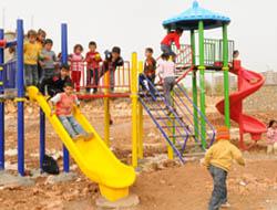 Çocuklar İlk Kez Oyun Parkı İle Tanıştı